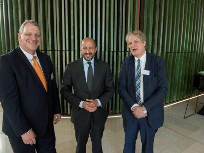 Fred van der Winkel (gerechtshof Arnhem-Leeuwarden), Ahmed Marcouch (burgemeester Arnhem) en Nico Schrijver (UL)