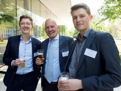 Melvin Hanswijk (Dialogic), Rien de Boer (directeur Juridische Zaken ministerie van Volksgezondheid, Welzijn en Sport) en Bob Jaasma (student Universiteit Utrecht)