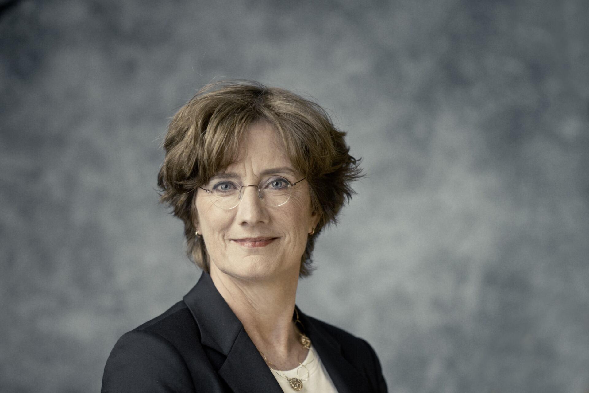 Voormalig hoofdofficier van justitie Bloos wordt of counsel bij Houthoff - Mr. online