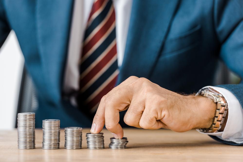 Advocaat neemt flinke hap van geld van slachtoffer kindertoeslagaffaire - Mr. online