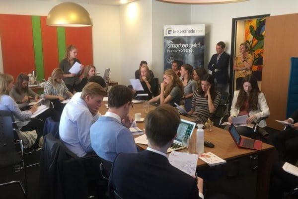 Bedrijfsbezoek Rotterdamse rechtenstudenten (foto EUR)