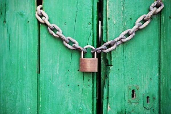 200507_stijn_door-green-closed-lock_300x200