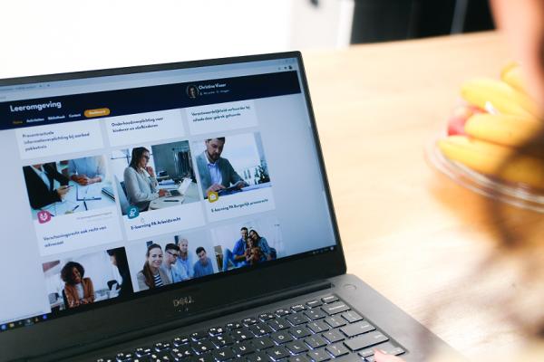 Hoffelijk Juridisch komt met vernieuwend opleidingsaanbod voor advocaten en juristen - Mr. Online