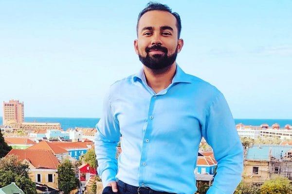 Mahatma Martinus Via de telefoon en zonder contacten krijg je op Curaçao weinig gedaan - Mr. Online
