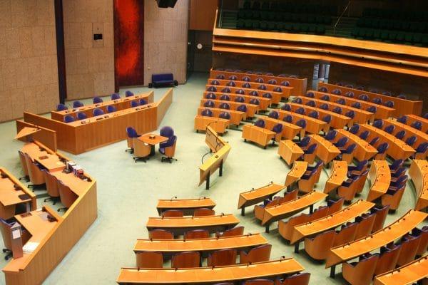 Minister Dekker Geen leegloop sociale advocatuur