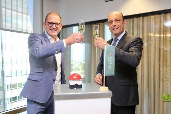 Peter Snijders en Allard Bekius toosten - Mr. Online_S
