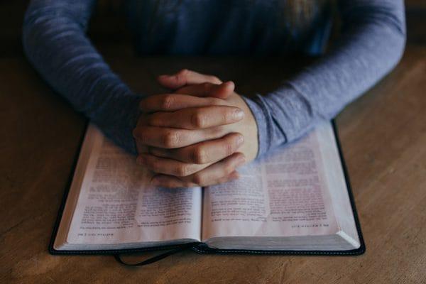 Zelfs kerkrecht vernieuwt een beetje nu nog de interne procedures