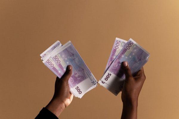 Zout op met het zwarte geld - Mr. Online_S
