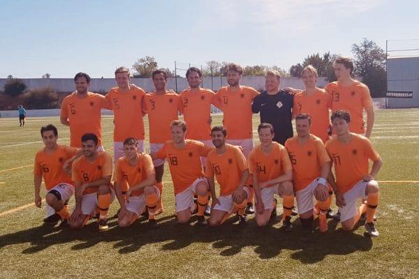 teamfoto-wk-voetbal-voor-advocaten-2019-2